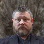 L'écrivain Indrek Hargla à la nuit de la littérature à Paris le 27 mai