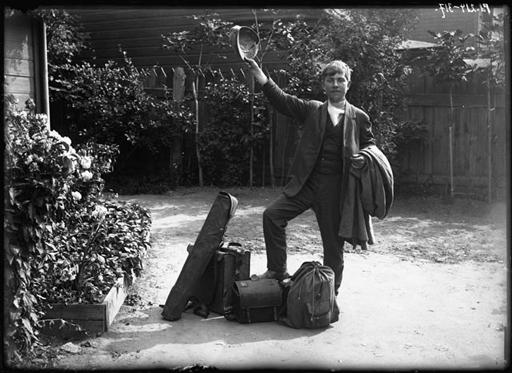 Johannes Pääsuke revenant de sa campagne photographique